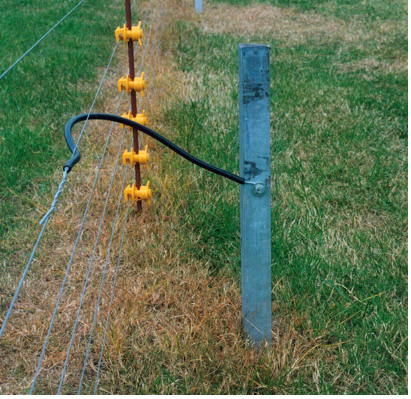 ELECTRIC FENCE INSTALLATION FOR LIVESTOCK